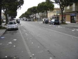 Mercato estivo di Punta Marina Terme: basta rifuiti abbandonati!