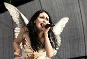Per chi vuole che Amy Lee degli Evanescence canti  insieme a Sharon dei Within Temptation