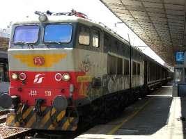 Basta alla differenziazione di prima e seconda classe sui treni italiani.