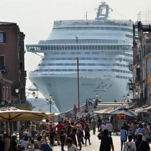 Via le grandi navi da Venezia