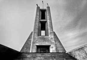Ridipingiamo il Monumento ai caduti di Como
