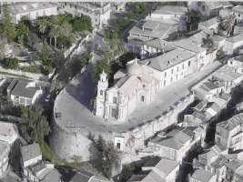 Isola pedonale in Piazzale Trinità a Polistena