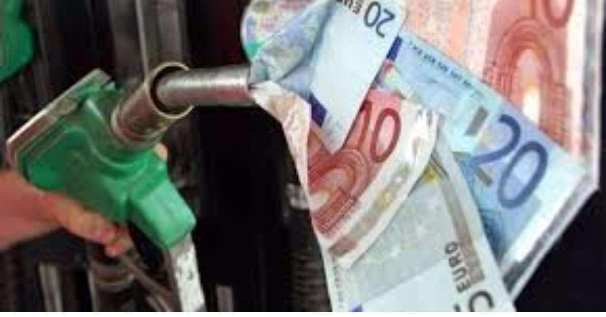 Contro il caro carburante, abolizione delle accise!