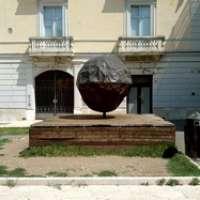 Rimuoviamo la Palla da Piazza Roma a Benevento
