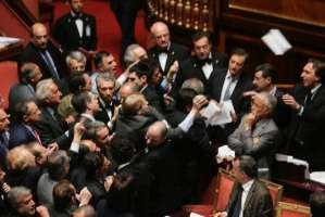 VIA LO STIPENDIO A BARBARESCHI E POLITICI INUTILI!
