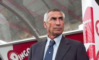 Edoardo Reja sulla panchina del Parma calcio