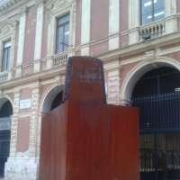 Via la scultura di ruggine da Piazza Ferrarese - Bari