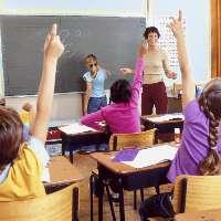 Si alle telecamere nelle scuole