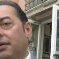 Regalare un vocabolario d'inglese a Gianni Pittella