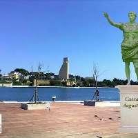Spostiamo la statua bronzea di Cesare Ottaviano Augusto