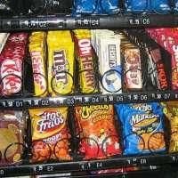 Basta bibite e merendine ipercaloriche nei distributori