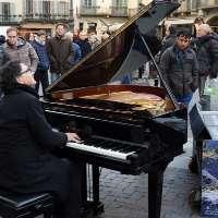 A Como vogliamo il pianista Paolo Zanarella! Senza multe!