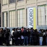 Poveri italiani senza lavoro......................