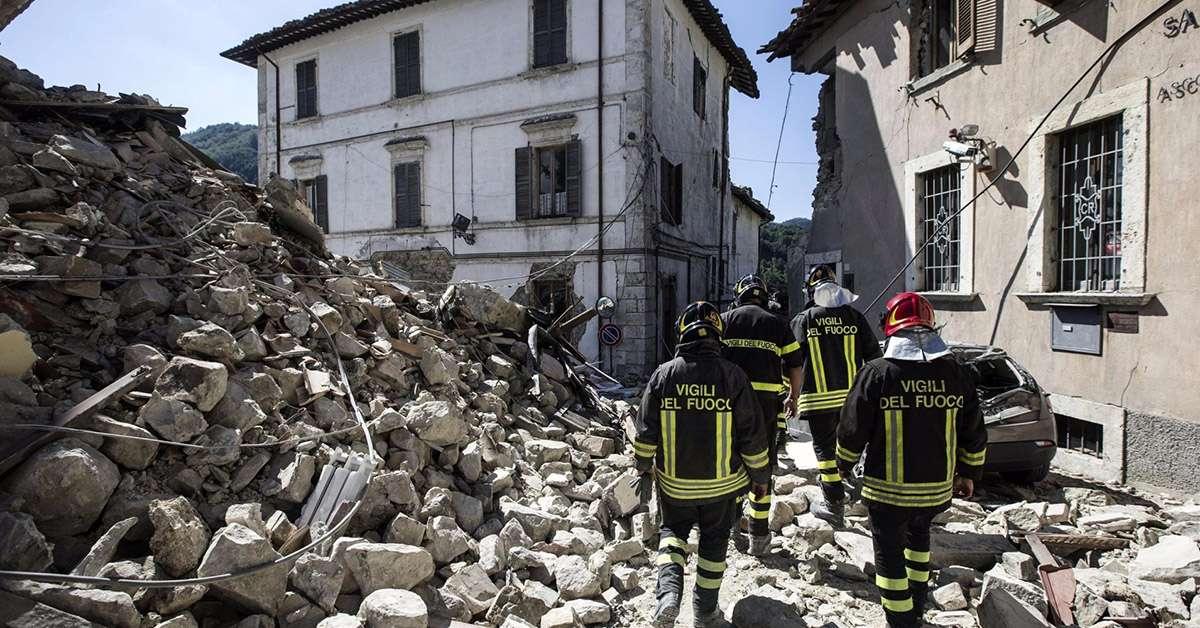 Aiutare gli italiani o i migranti