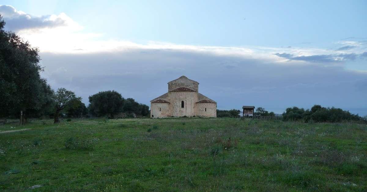 Al Vescovo di San Severo per visite alla chiesa di Devia