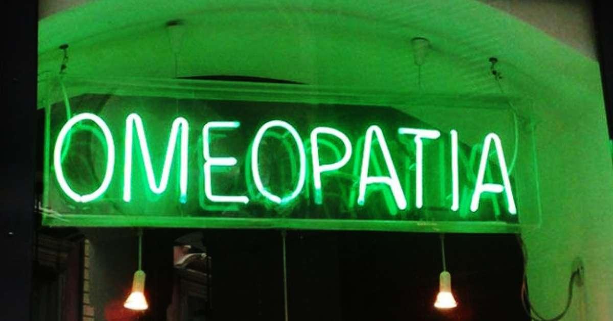 Via l'omeopatia dalle farmacie!