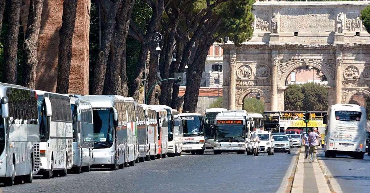 via i bus turistici dal centro di Roma