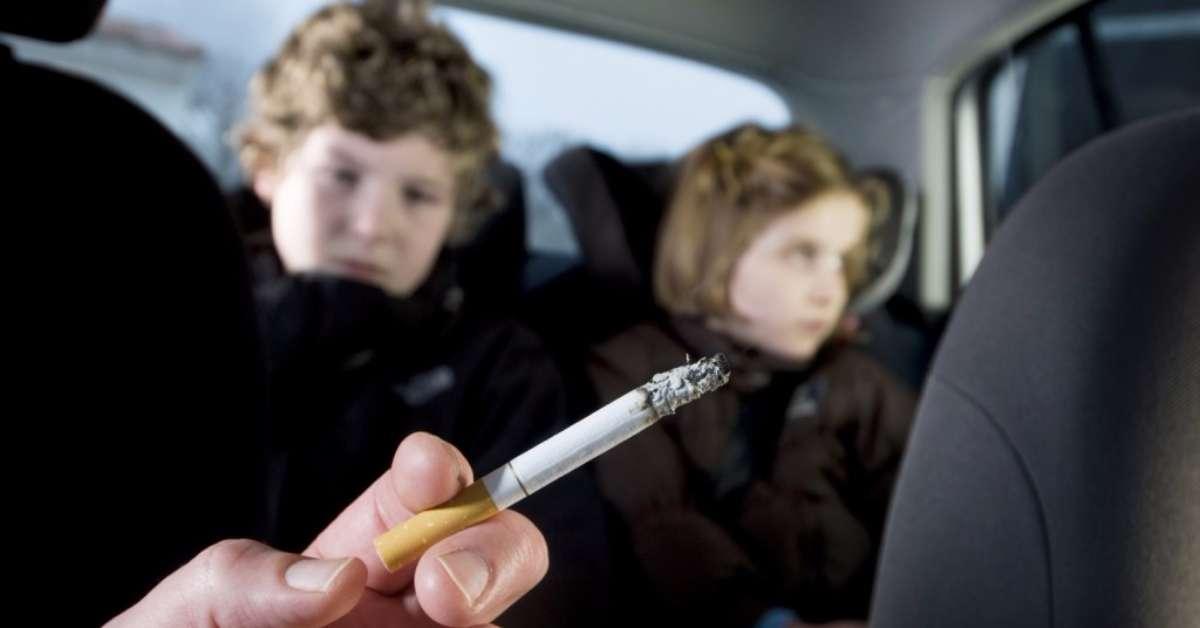 Basta fumo passivo sui figli