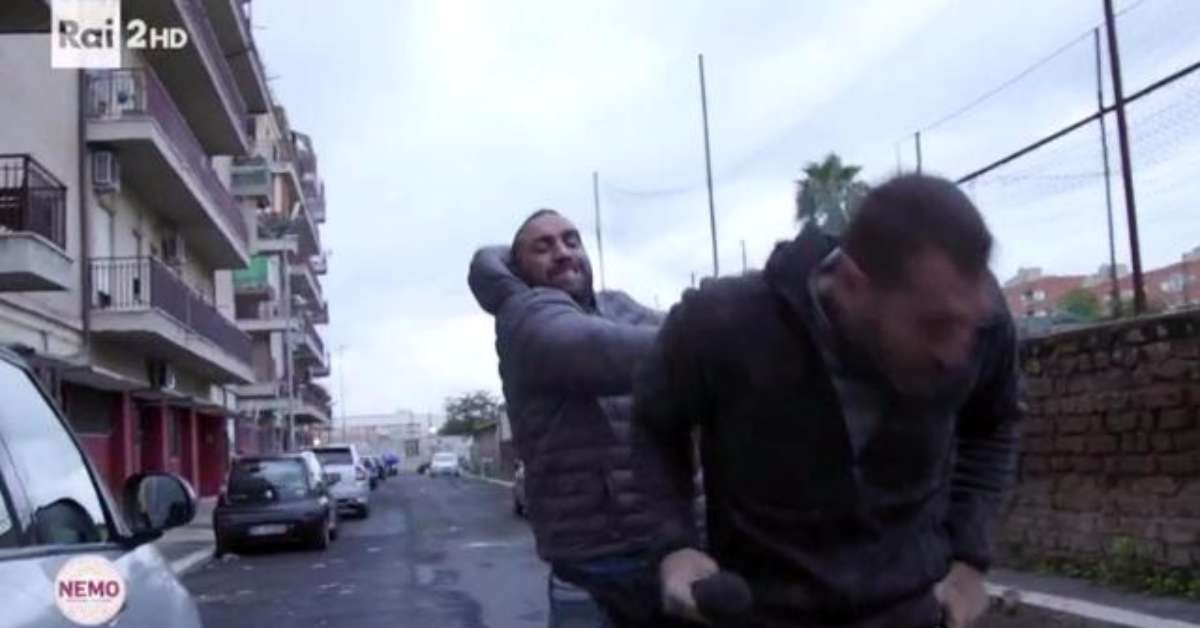 Solidarietà al reporter aggredito a Ostia