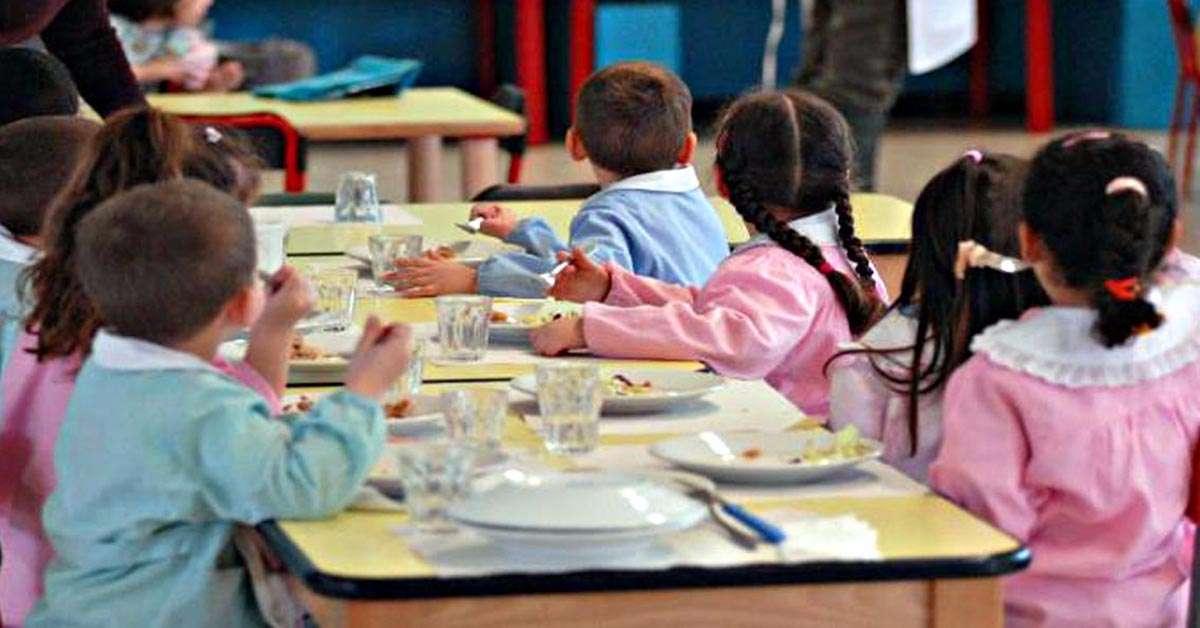 Pane e olio alla mensa per chi non paga: non puniamo i bambini!