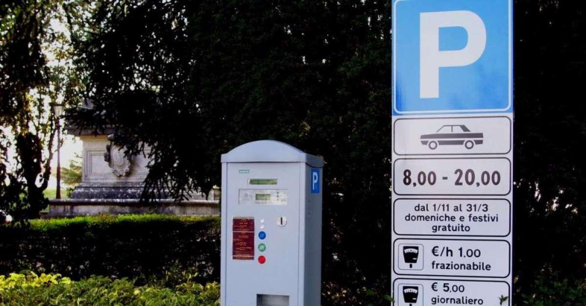STOP parcheggio a pagamento davanti ospedale