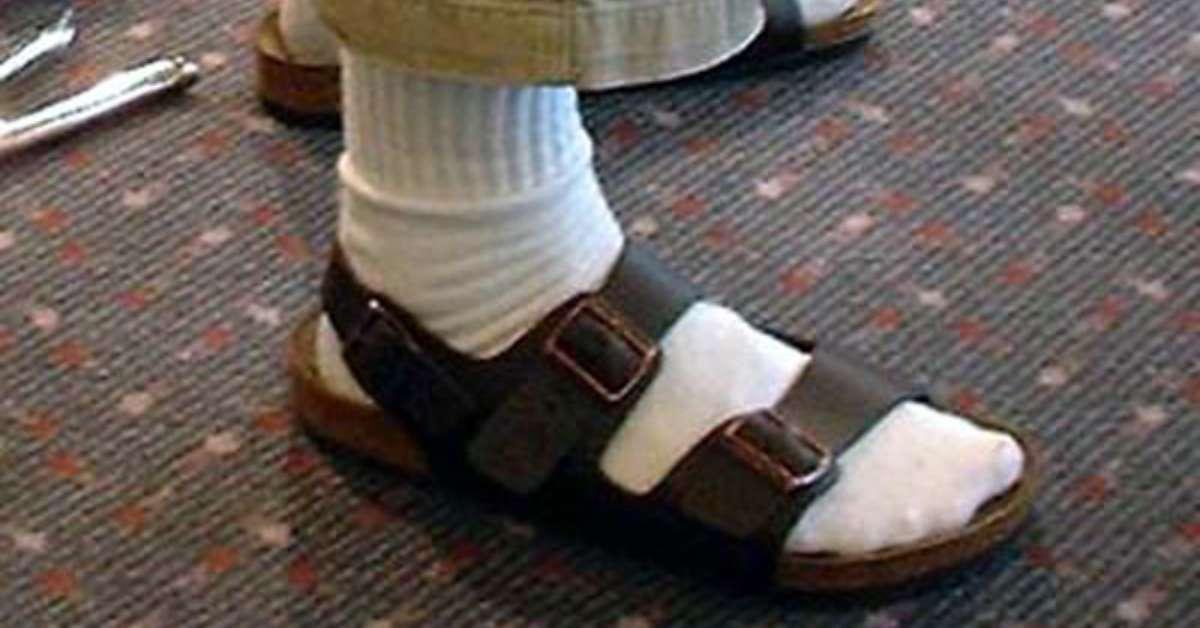 io dico sì ai sandali con calzini bianchi