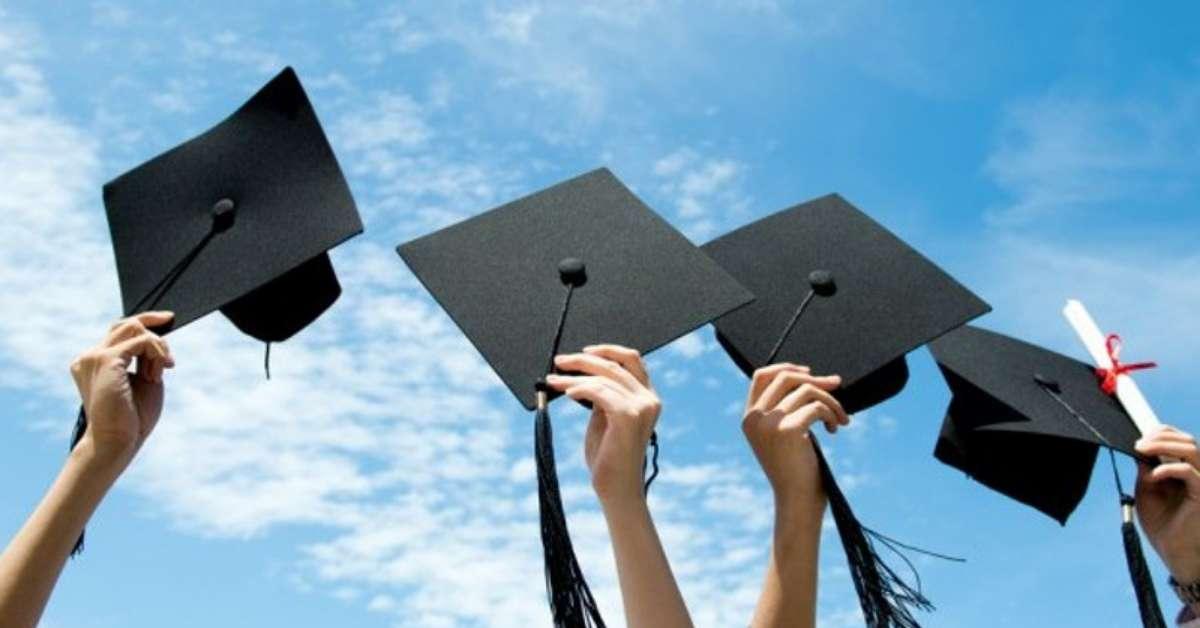 Iscrizione contemporanea a diverse università.