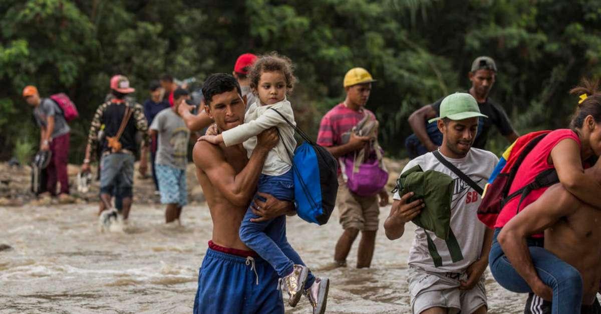 OGNI GIORNO 5.000 VENEZUELANI FUGGONO PER SALVARSI LA VITA