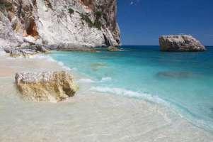 Per la difesa della pubblicità delle spiagge in Sardegna.
