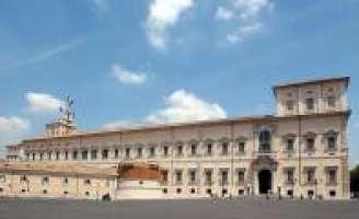 Riduciamo lo stipendio dei politici italiani.